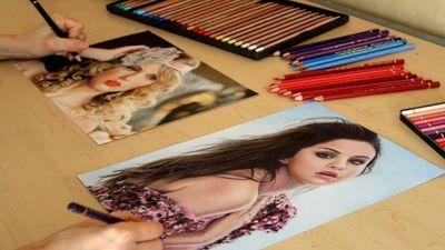 Khâm phục tài năng cô gái vẽ tranh bằng 2 tay cùng lúc
