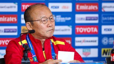 HLV Park Hang-seo bất bình với những chỉ trích Quang Hải