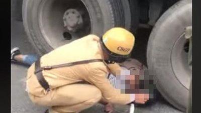 Va chạm với container bị cán tử vong, dáng nằm của cô gái trẻ khiến ai nấy ám ảnh