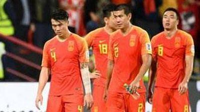 Để Thái Lan hạ gục trên sân nhà, tuyển Trung Quốc hứng trọn chỉ trích