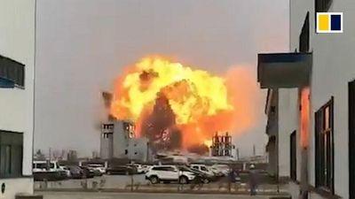 Kinh hoàng vụ nổ, đứng cách hơn nghìn mét vẫn bị hất bay