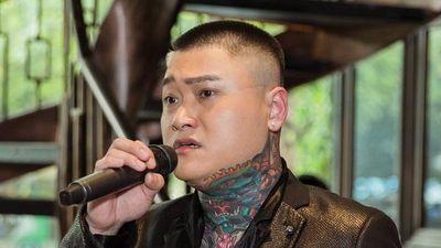 Vũ Duy Khánh: 'Ca sĩ nào nói chưa từng hát sân khấu chuồng gà là bốc phét'