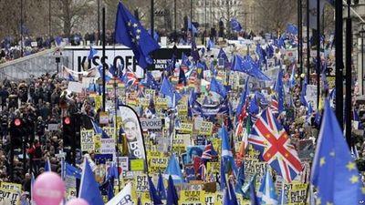 Biển người biểu tình phản đối Brexit trên đường phố London