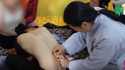 Những quan niệm và cách chữa bệnh lạ đời ở chùa Ba Vàng