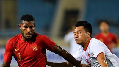 HLV Indonesia bênh học trò dù nhận thẻ đỏ cuối trận