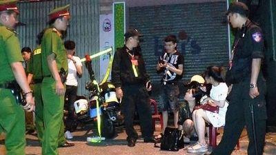 Bắt cô gái mang bầu bị bắt cùng nhóm bạn phê thuốc lắc trong taxi