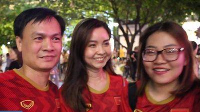 Cổ động viên Sài Gòn phấn khích gọi tên Quang Hải sau chiến thắng '4 sao'