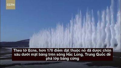 Ấn tượng cột nước cao 12m khi phá băng bằng thuốc nổ