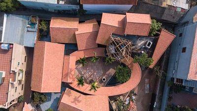 Bên trong ngôi nhà mấp mô đạt giải vàng kiến trúc Việt Nam