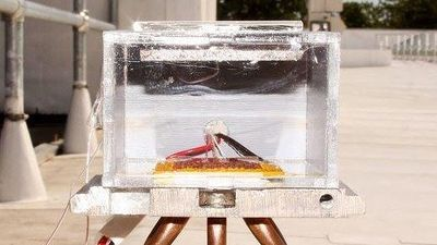 Thiết bị sử dụng ánh sáng mặt trời để tạo ra nước từ không khí