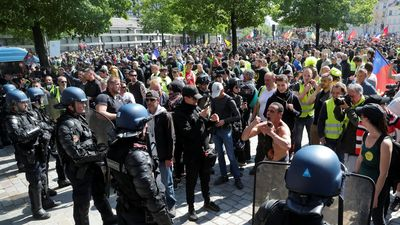 Người biểu tình Pháp tranh cãi về nhà thờ Đức Bà