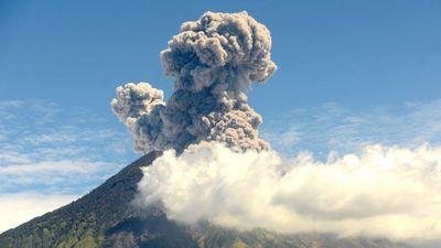 Hình ảnh núi lửa ở Bali phun trào