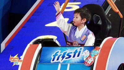 Trấn Thành 'tan chảy' trước cậu bé Hàn Quốc đẹp trai, thông minh, am hiểu truyện cổ tích Việt