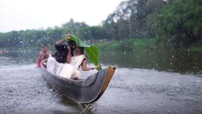 Hôn nhau trong buổi chụp trước đám cưới, vợ chồng ngã xuống nước