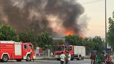 Cháy hơn 2 giờ tại công ty từng diễn tập dập tắt lửa trong 15 phút