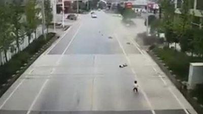 'Xe điên' tông nhiều người thương vong rồi bỏ chạy trên phố Hà Nội