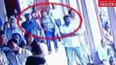 Kẻ đánh bom tự sát Sri Lanka lẻn vào đám đông