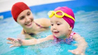 Cách phòng tránh bệnh cho trẻ khi đi bơi