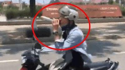 CLIP SỐC: Thanh niên làm người đi đường sợ XANH MẶT khi đuổi theo xe ô tô để... biểu diễn như CA SĨ