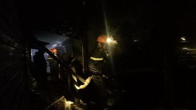Nghệ An: Cháy chợ lúc nửa đêm, hàng chục ki ốt bị thiêu rụi