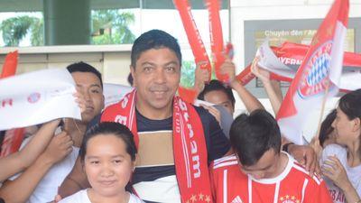 Fan Sài Gòn nồng nhiệt chào đón huyền thoại Bayern Munich