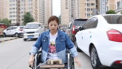 Cô gái trẻ mất hai chân truyền cảm hứng cho nhiều người