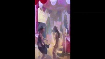 Clip: Cô dâu và hội chị em nhảy cực lầy trong đám cưới