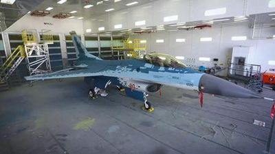 F-16 'cải trang' thành siêu cơ Su-57, Mỹ đang làm trò hề