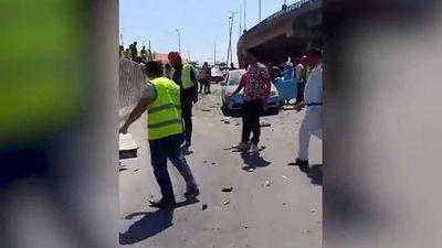 Hiện trường vụ đánh bom nhằm vào xe bus gần khu kim tự tháp Ai Cập