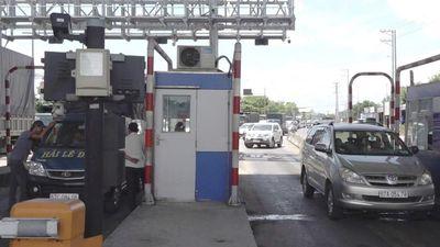 Tài xế 'khóa' 3 làn thu phí Trạm T2, quốc lộ 91 ùn tắc