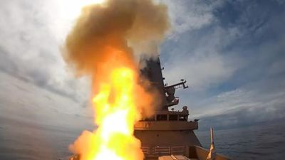 Xem khu trục hạm Anh phóng tên lửa tối tân bắn rụng UAV trong chớp mắt