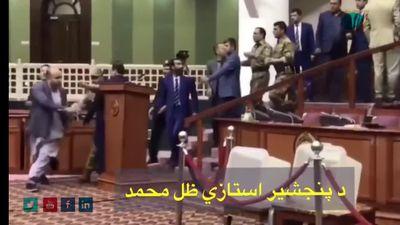 Nghị sĩ Afghanistan rút dao đe dọa đối thủ ngay trên nghị trường