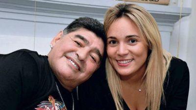 Maradona gặp rắc rối vì chưa giải quyết thủ tục chia tay bạn gái