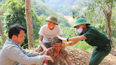 Cứu sống người đàn ông rơi xuống vực khi đi tiêu hủy lợn dịch