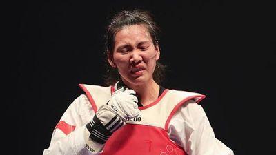 Võ sĩ Trung Quốc bị chỉ trích vì khóc trên bục trao giải