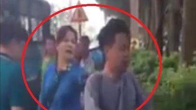 Bị sàm sỡ trên xe bus, người phụ nữ đánh tả tơi kẻ biến thái ở Hà Nội