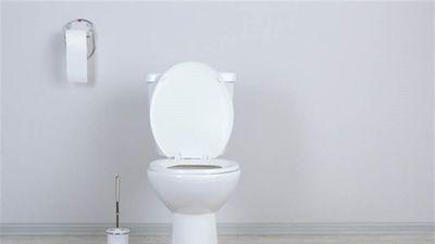 Đi vệ sinh... quá lâu, người phụ nữ mất luôn 10 năm ký ức