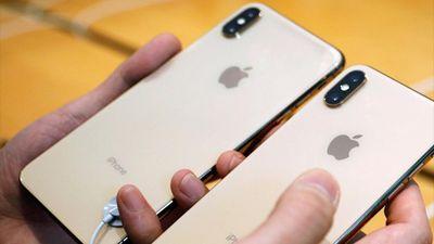Khách hàng lấy điện thoại giả để đổi 1.500 chiếc iPhone mới suốt 2 năm