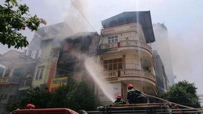 Thấy tiếng nổ trong vụ cháy cửa hàng gas, cả khu phố náo loạn