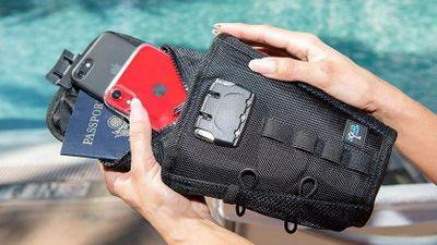 Túi bảo quản an toàn vật dụng có giá trị khi đi nghỉ mát