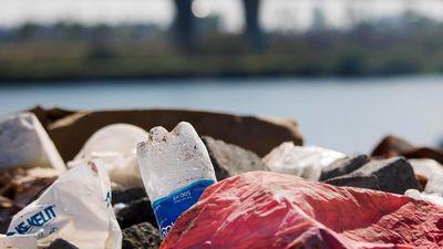 Bãi rác tự phát gây ô nhiễm ven sông Đô Tỏa