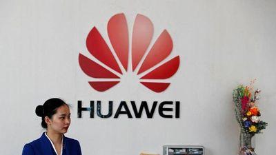 Smartphone Huawei giảm sức hút, Samsung và Xiaomi hưởng lợi