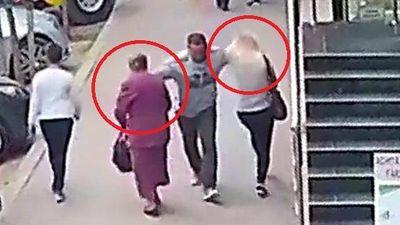 Clip: Gã say vô cớ vung tay đấm ngực 2 phụ nữ trên phố