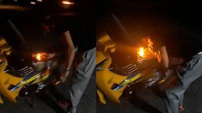 Clip tổ lái bị đánh bất tỉnh vì nẹt pô, châm lửa bình xăng xe máy mồi thuốc lá