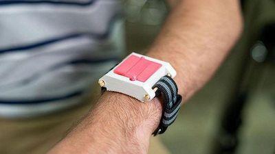 Đồng hồ cảnh báo và tự tiêm thuốc khi người đeo bị dị ứng