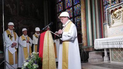 Thánh lễ đầu tiên tại Nhà thờ Đức Bà Paris sau vụ cháy chấn động