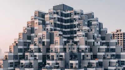 Tòa nhà giống kim tự tháp giữa lòng Trung Quốc gây chóng mặt