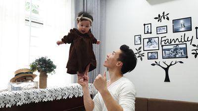 Choáng: Quốc Nghiệp làm xiếc với con gái…6 tháng tuổi