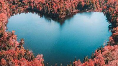 Heart Lake và những hồ nước có hình trái tim đẹp nhất thế giới