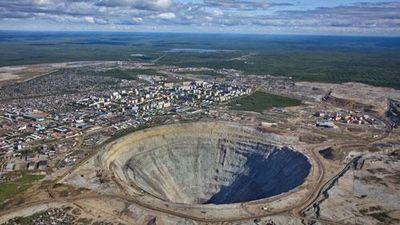 CLIP: Bí ẩn khó tin xung quanh mỏ kim cương như hố thiên thạch ở Siberia